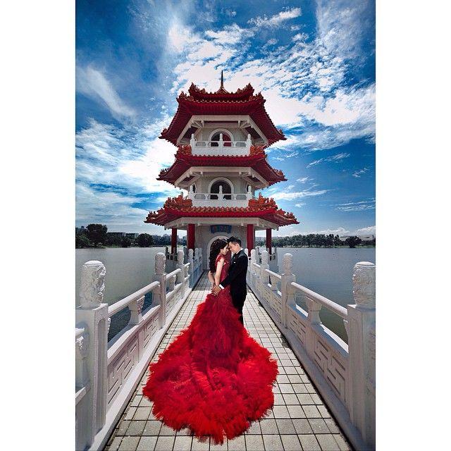You've  captured my heart  @fernando_rusli_setiawan @chatrinthung . . Photo by @andy_chandra  Gown by @sokowiyanto  Makeup by @rainmakeup . . #prewedding #love #redgown #instawedding #bridetobe #gorgeous #edochatrinwedding