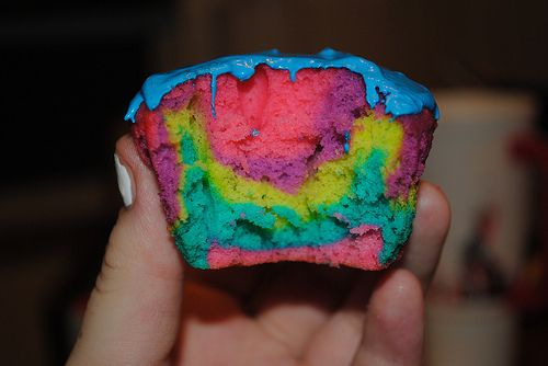 Taste the rainbow.   No not skittles: Desserts, Cupcakes Muffins, Yummy Food, Dye Cupcakes, Sweet Treats, Rainbows, Cupcakes Cakes Sweets, Rainbow Cupcakes