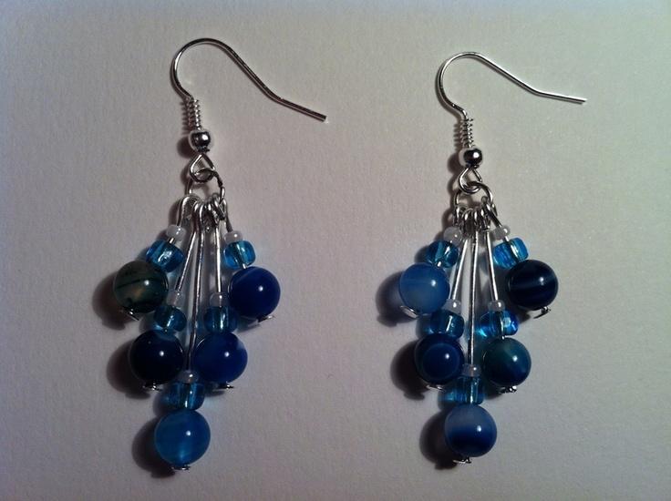Orecchini in argento fatti a mano con pietre blu  Bellissimi orecchini fatti a mano con pietre preziose Cascade agata blu.