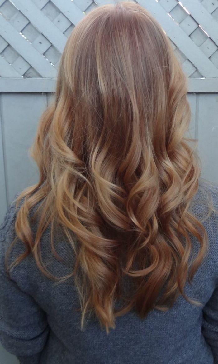 La couleur blond foncé parfait pour cette été et automne