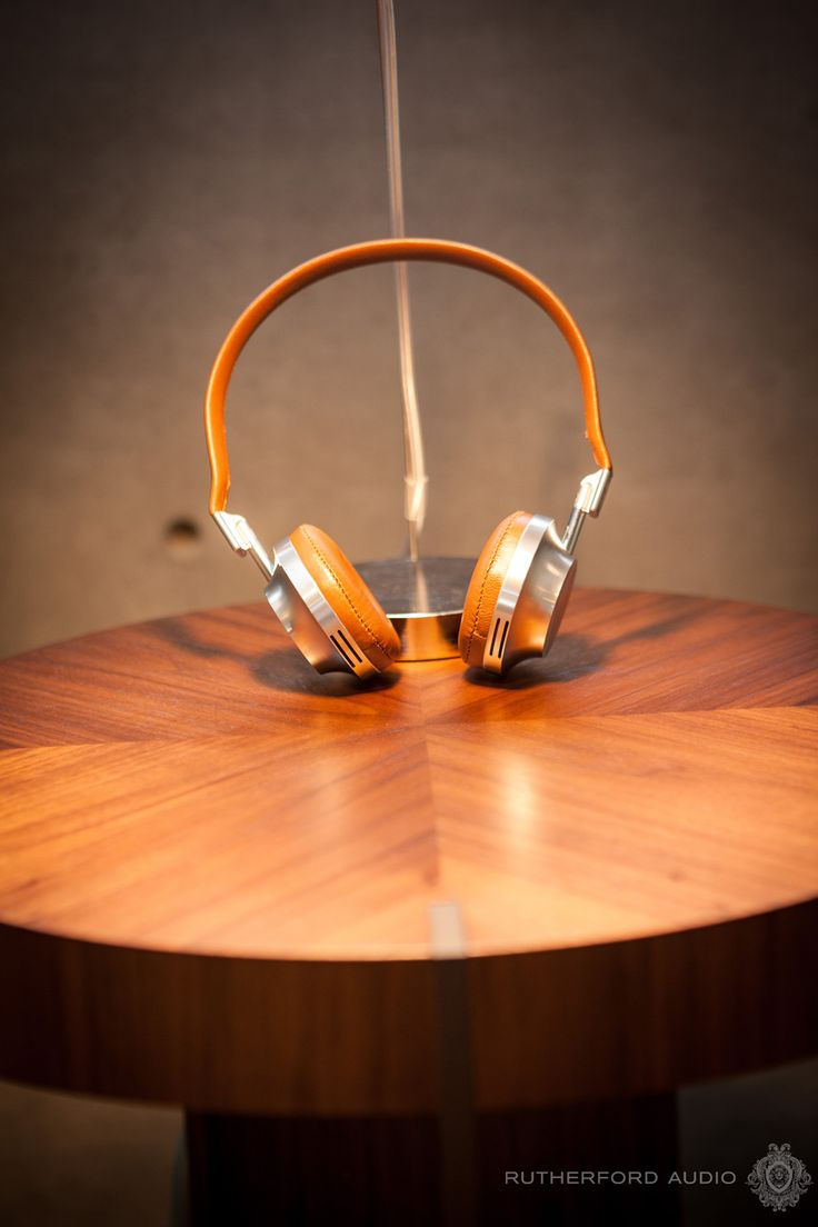 As vintage as your family heirloom. 8 Photos that perfectly describe Aedle Headphones.
