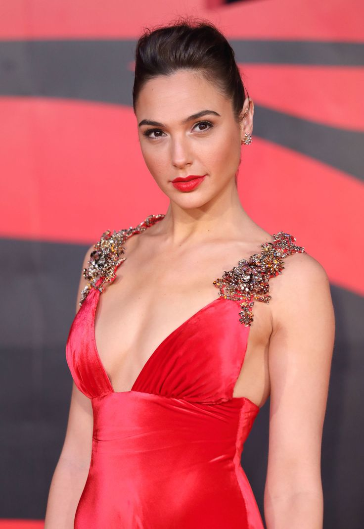 """""""Wonder Woman"""" star Gal Gadot was a screen siren in a sexy satin gown paired with red lips."""