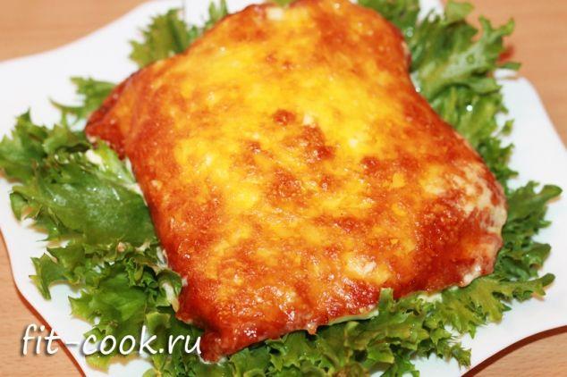 Куриное филе, запеченное с горчицей, йогуртом, луком и сыром (рецепт)