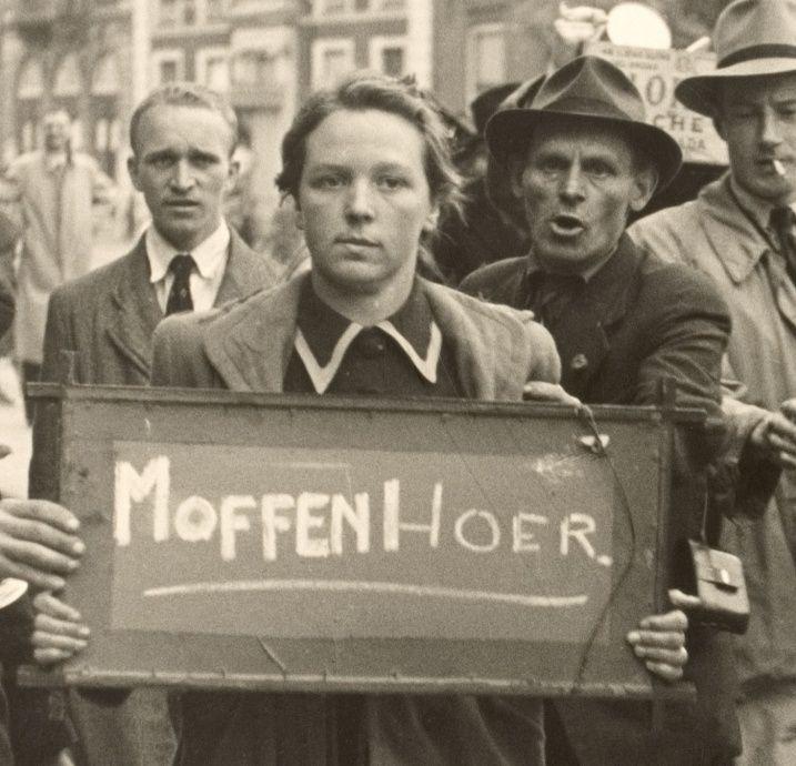 Moffenhoer Na de bevrijding op 5 mei 1945  werden Nederlandse vrouwen die een relatie hadden met Duitse soldaten werden slecht behandeld. Hun haar werd afgeschoren en ze werden in het openbaar beschaamd, geslagen, vaak besmeurd met verf en pek en veeren