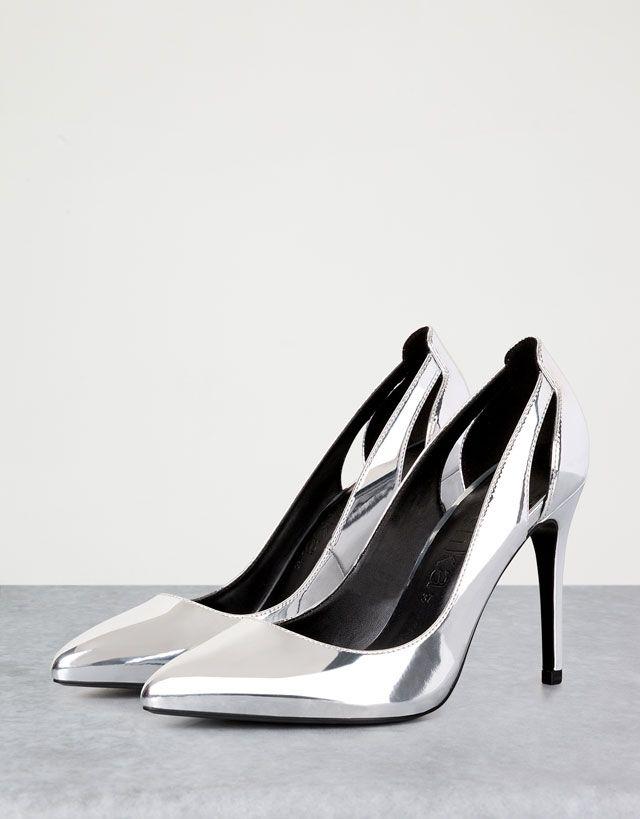 La nouvelle collection chaussures été 2016 pour femmes branchées chez Bershka…