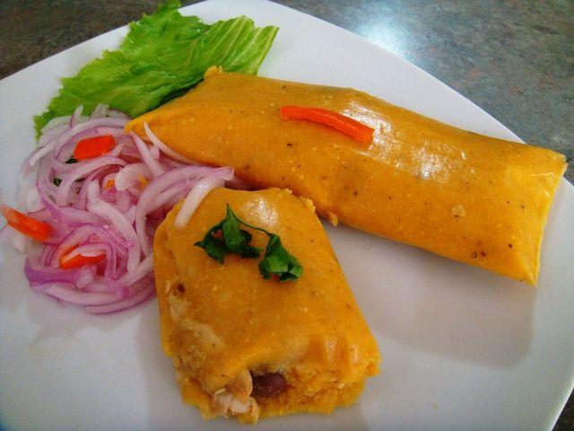 Tamal peruano es una preparación a base de maiz molido con ...