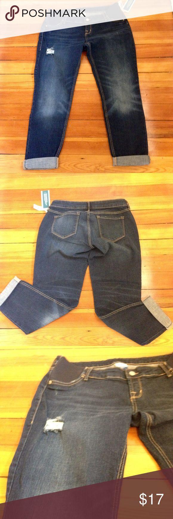 NWT Old Navy Maternity Jeans Boyfriend  Distressed NWT Old Navy Maternity Jeans Boyfriend  Skinny Distressed Size 10 Old Navy Jeans Boyfriend
