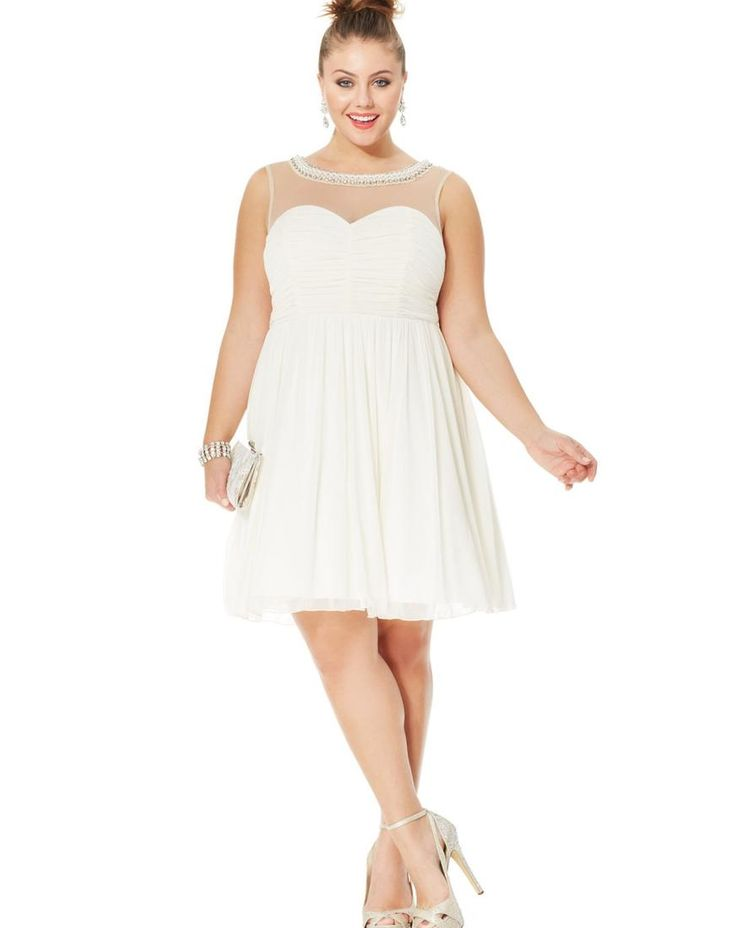 Plus size dress in white 4 draer