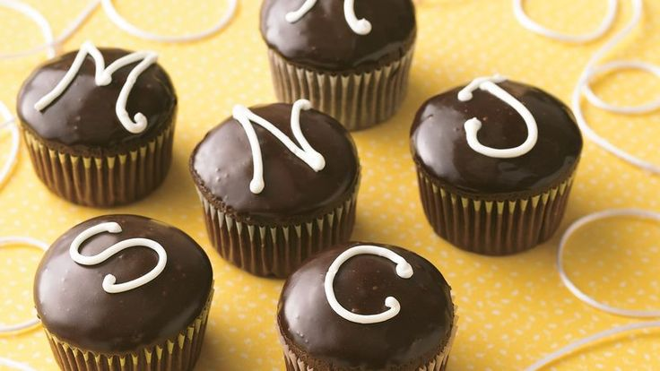 Monogrammed Cream-Filled Cupcakes