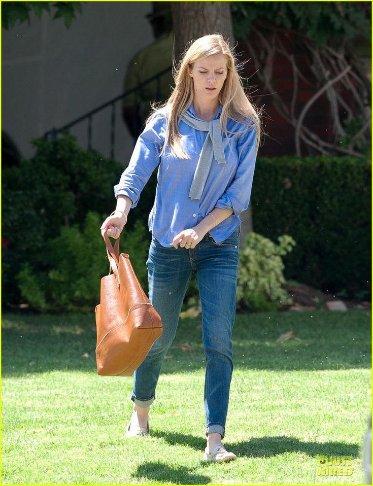 brooklyn decker husband andy roddick completes ice bucket challenge 05 Brooklyn Decker is chic in blue while shooting a scene for her upcoming show Grace and Frankie on Thursday (August 21) in Los Angeles.    Last week, the 27-year-old…
