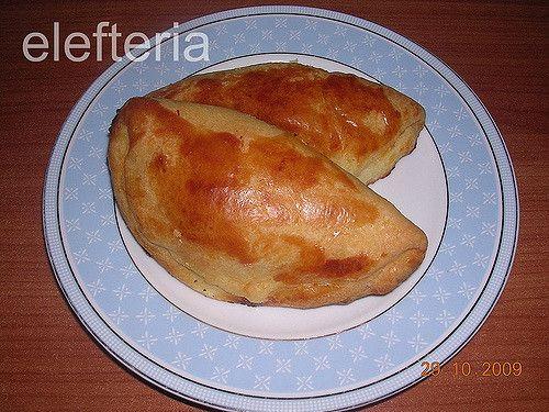 Υλικά  3 1/2 κούπες αλεύρι  200 γρ. γιαούρτι  250 γρ. μαργαρίνη  1 αυγό  μπέκιν πάουντερ  αλάτι  πιπέρι   για από πάνω  1 κρόκο αυγο...