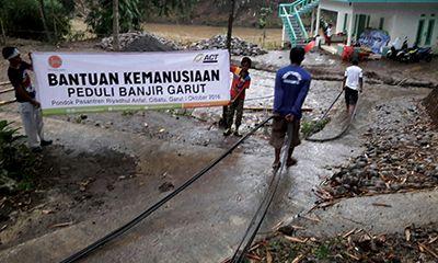Pemulihan Garut: Tanggul Sungai untuk Ponpes Cibatu