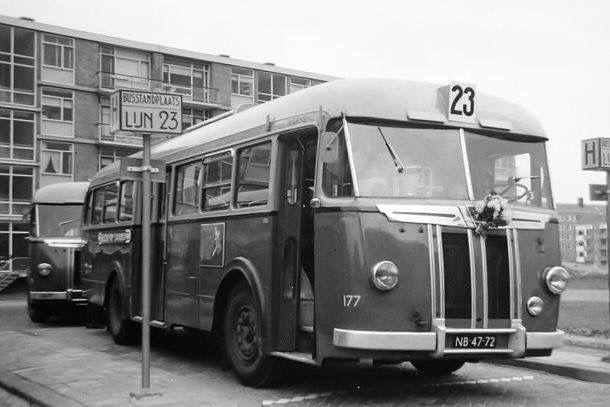 1950ca Eindpunt buslijn Savornin Lohmanstraat  (nu 21)