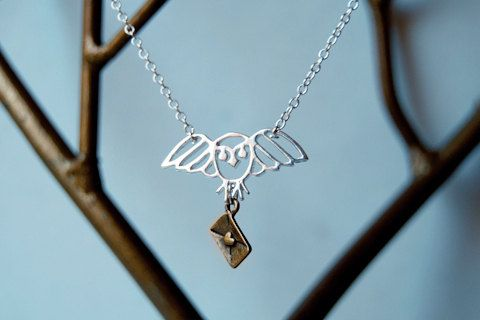 My sister's letter from Hogwarts: Geekchic, Hogwarts, Gifts Ideas, Owl Necklaces, Hedwig Necklaces, Jewelry, Long Living, Harry Potter Necklaces, Geek Chic