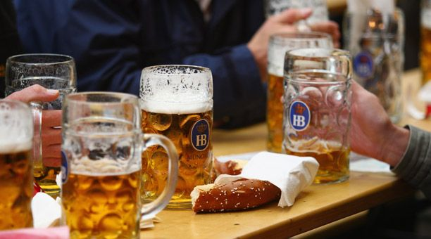 Welcome to the Wies'n    The story behind Oktoberfest, six stateside celebrations, and authentic German recipes