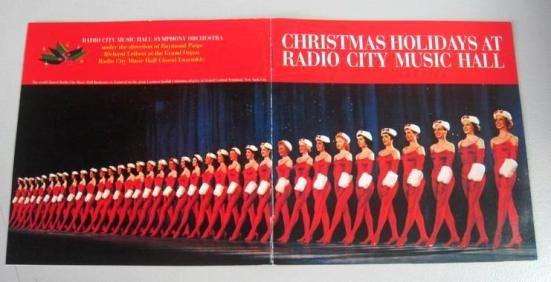 Είναι κυριολεκτικά, υπερπαραγωγή και έχει ιστορία 80 χρόνων κοντά.ΤοRADIO CITY CHRISTMAS SPECTACULAR έκανε το ντεμπούτο του στις21 Δεκεμβρίου 1933. Απο τότε, μέχρι και σήμερα, τις γιορτινές ημέρες, η Νέα Υόρκη φοράει τα καλά της και καλοσωρίζει τη γιορτινή περίοδο, φιλοξενώντας στοRadio City Music Hall, το πιο εντυπωσιακό Χριστουγεννιάτικο σόου στον κόσμο!...