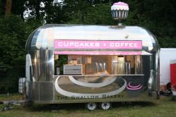 cupcake & coffee mobile shoppe - now THIS is what you and mama need to open up! :) @Aby Cadabby