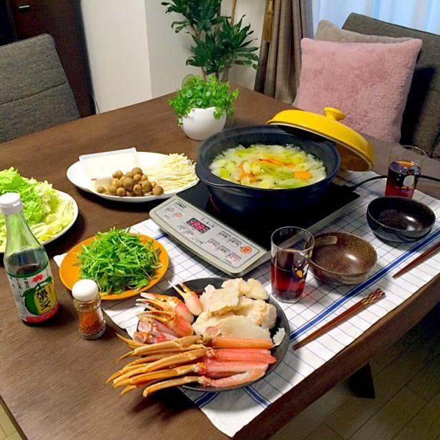 友達のじぃちゃんが蟹をプレゼントしてくれたんだぁ。有難うございます 蟹が大好きなので、本当に嬉しかったんだぁ 鍋の〆に蟹の旨みがタップリの雑炊を❗️旭ポン酢がメッチャ合う〜❗️ - 22件のもぐもぐ - 蟹すき鍋 by pentarou