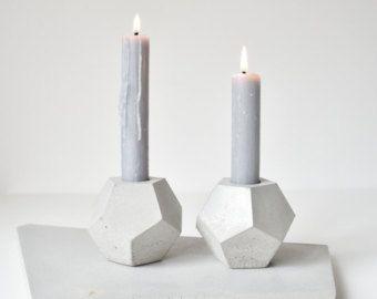 FACTO ERZ | geometrische konkrete saftigen Pflanzer  Dies ist die neueste Kreation der FACTO Collection Sommer zu feiern. Seine geometrische Form ist wirklich einzigartig und es ändert sich abhängig von der Position.  Es ist in drei verschiedenen Farben erhältlich: grau, weiß und schwarz Beton.   Abmessung: 12 x 12 x 6 cm | 4,7 x 4,7 x 2,4 Zoll  Die Vasen haben einen Kork-Schutz an der Unterseite um Kratzer zu vermeiden. Die Oberfläche ist mit ungiftigen Produkt zu machen, wasserdicht…