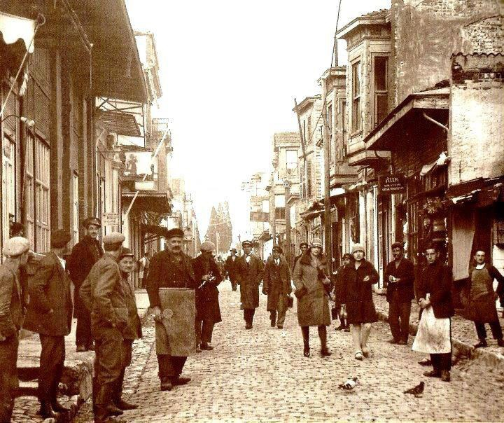 Bakırkoy, İstasyon caddesinden İstanbul caddesine giden yol. Yıl . 1930 #istanbul