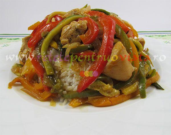 Reteta de pui cu sos dulce acrisor, legume si orez este o reteta chinezeasca rapida, foarte aspectuoasa si cu un gust exotic dulce -acrisor.