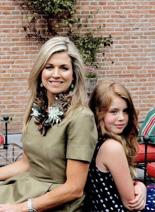 Koningin Maxima met haar middelste dochter prinses Alexia (NL)
