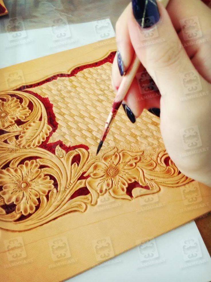 Chunmei Liu's Handmade Leathercraft Dyeing Process