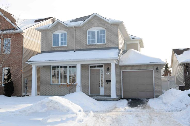 706 Scala Avenue For Sale!  Picture yourself living in this bright 3 bedroom, 3 bathroom open concept home with your family. Huge deck in the yard and bright, open concept kitchen and family room!