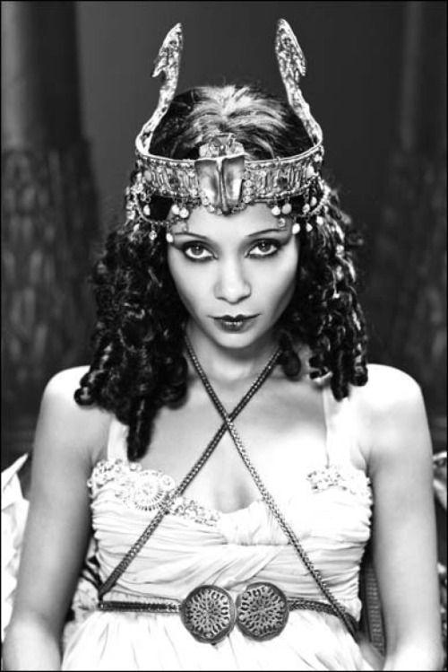 Thandie Newton evoking Theda Bara'sportrayalin the 1917 silent Cleopatra.