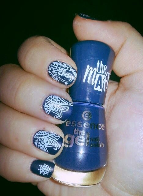 Matt blue bandana style nail