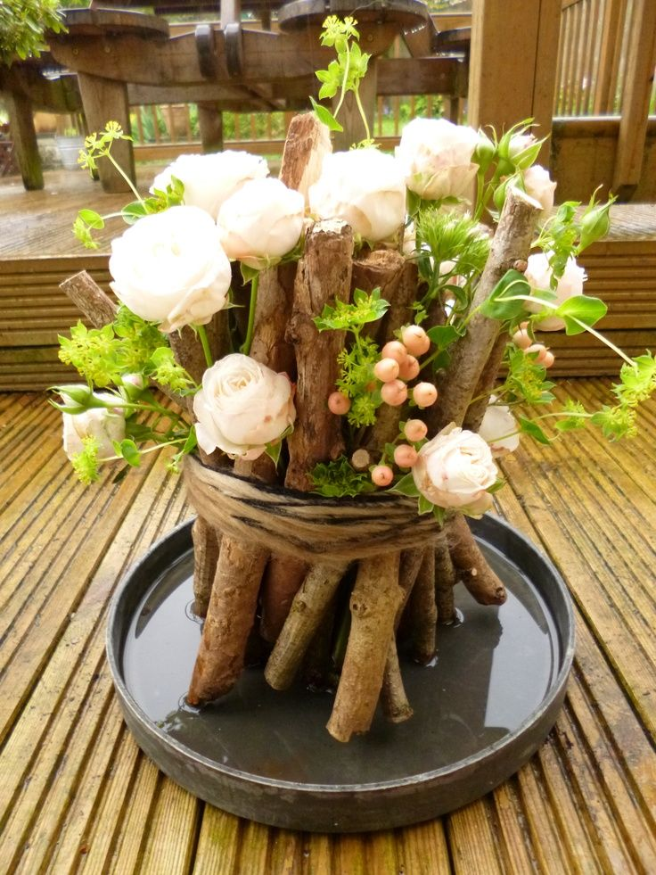 Woodland weddings are amazing – I really smell the forest aromas and hear the birds when I think of such a ceremony! Woodland weddings are more often outdoor ones, and for each season you can find your perfect decor.