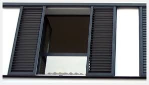Resultado de imagen de fachada con ventana y mallorquinas color gris
