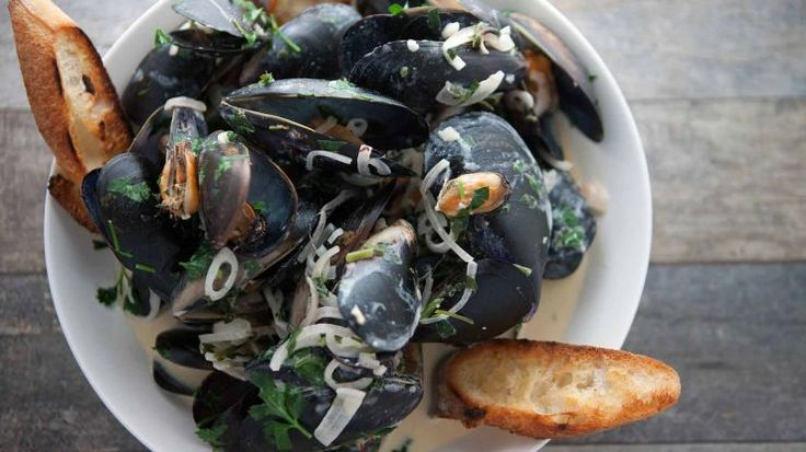 Mussels Marinieres with Grilled Baguette