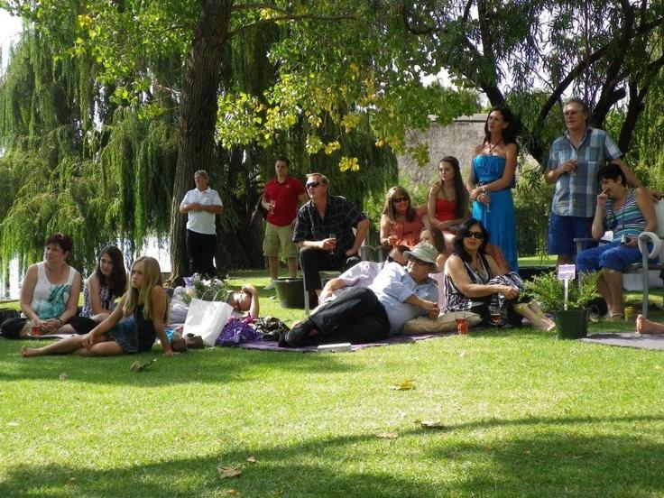 beautifully simple - picnic wedding