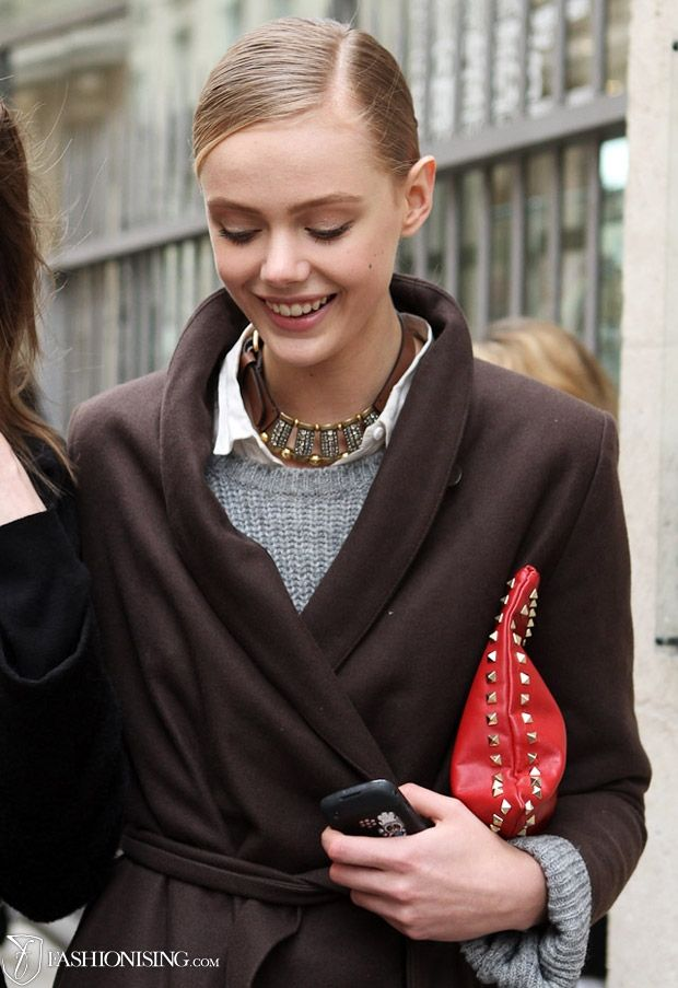 Frida Gustavsson street style- love the white shirt/sweater/neclace combo-- and my purse in red!