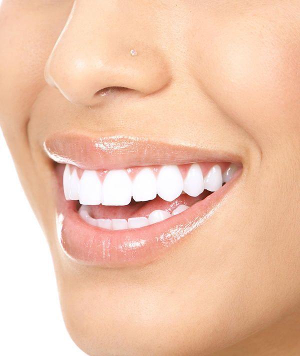 A técnica oil pulling tem revolucionado a brancura dentária em todo o mundo! Descubra como obter resultados eficazes com esse ingrediente!  #óleodecoco #oilpulling #clarearosdentesnaturalmente #dentesbrancos #remédiosnaturais