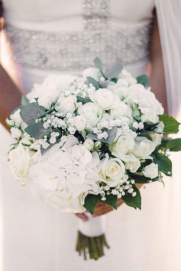 white wedding bouquet -vit brudbukett - bröllopsinspiration - bröllopsklänning - bröllopsfotograf - Stina Markan