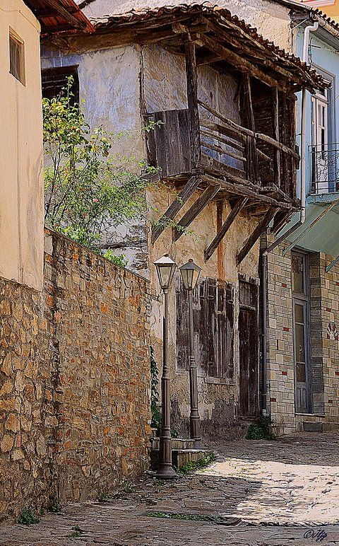 Arnea, a small town in Halkidiki, Greece (by jose luis naussa on Flickr)