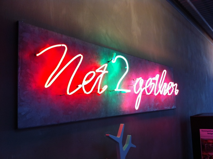 Neon skiltning i caféområde