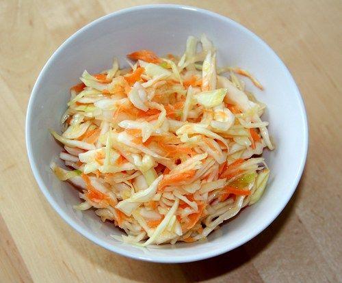 Салат из капусты с морковью https://www.go-cook.ru/salat-iz-kapusty-s-morkovyu/  Этот салат наверняка порадует любителей питательных, и вместе с тем, не слишком калорийных блюд. Однако его трудно рекомендовать, как диетическую пищу, по причине наличия среди ингредиентов сахара и соли. Рецепт салата из капусты с морковью Время подготовки: 5 минут Время приготовления: 20 минут Общее время: 25 минут Кухня: Русская Тип: Закуска Порций: 2 Ингредиенты Двести … Читать далее Салат из капусты с…