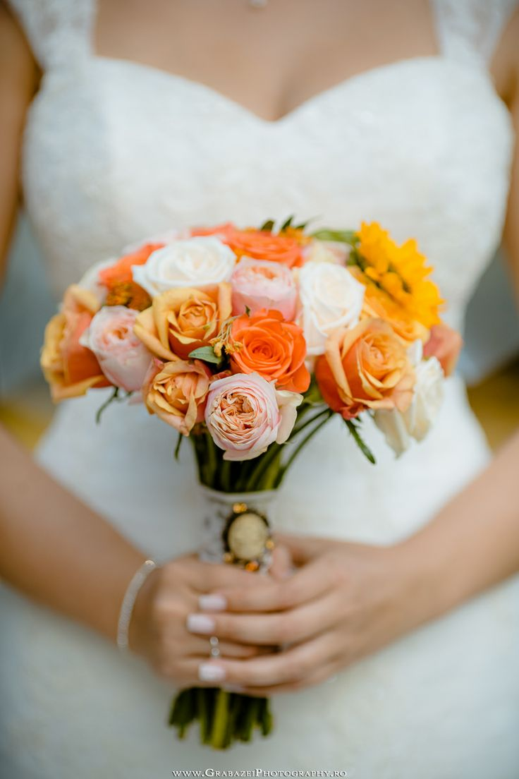 Wedding bouquet   See the full wedding on http://grabazeiphotography.ro/?page=wedding&id=107