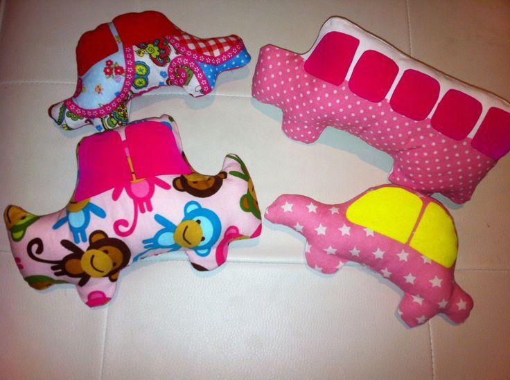 Stoffen speelgoed auto's Leuk om mee te spelen , maar ook leuk als accessoires voor de baby- of kinderkamer  www.lappenpoppen.com