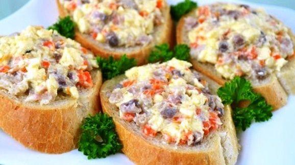 Закуска с сельдью и плавленым сыром