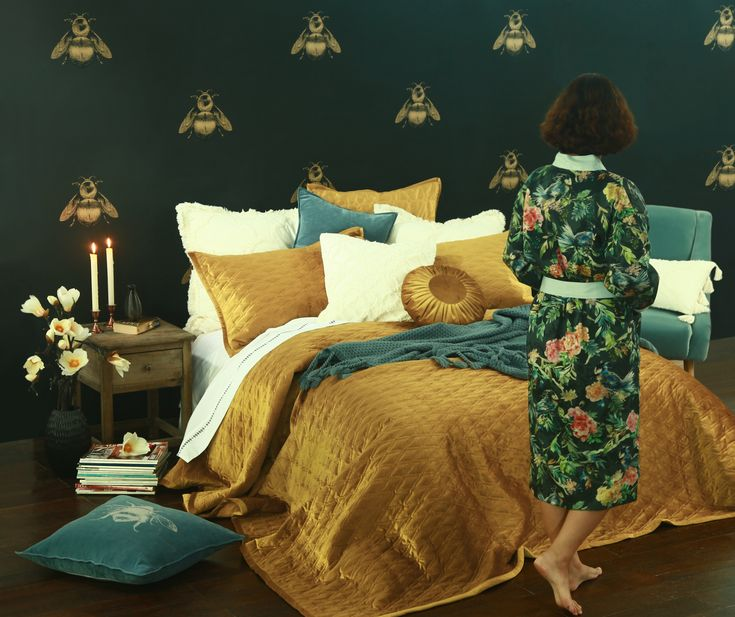 Sizes: Queen 265 x260 King 285 x 270 SK 315 x 270 Each bedspread comes with 2 matching standard pillowcases.