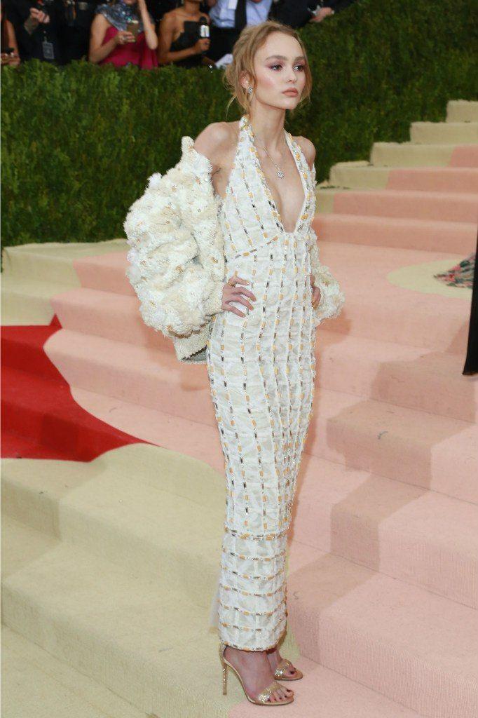 Лили Роуз Депп в невероятном наряде