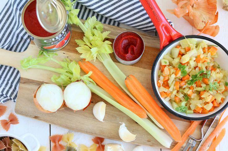 Soffritto is de basis van de Italiaanse keuken.. Het is de heilige eenheid van ui, wortel en bleekselderij. De basis van menig Italiaans recept.