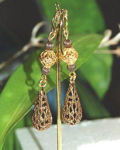 Örhängen med guld plätering och Vintage mässing droppar