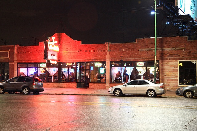 Candlelite Chicago restaurant and sports bar is located in