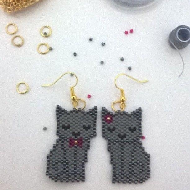 Deux petits chats sur le motif d'@etoiles_pistache pour @emma.56430 #miyuki #brickstitch #jenfiledesperlesetjassume #perlesaddictanonymes #motifetoilespistache #chat