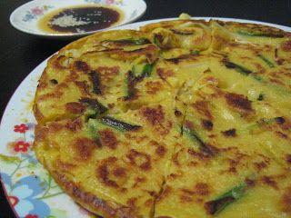 Wandering Chopsticks: Vietnamese Food, Recipes, and More: Banh Xeo-ish Pajeon? Or Pajeon-ish Banh Xeo? (Vietnamese Crepe-ish Korean Pancake? Or Korean Pancake-ish Vietnamese Crepe?)